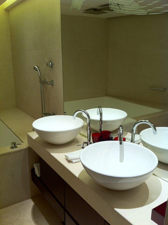 Jak wybrać wentylator łazienkowy? Praktyczne wskazówki przed remontem