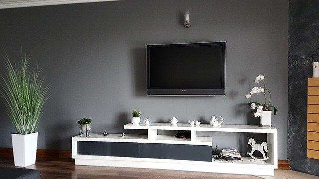 Na jakiej wysokości powiesić telewizor?