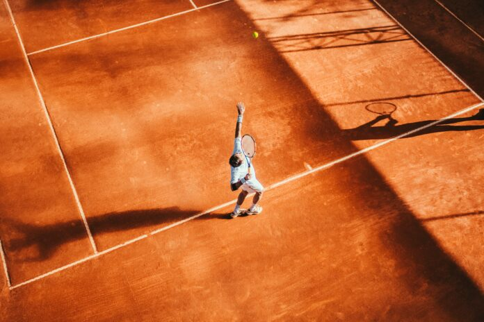Tenis czy siatkówka? Który sport wybrać, aby czerpać z niego jak najwięcej korzyści?