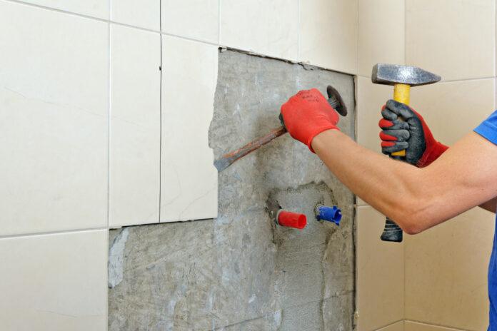 Jak usunąć glazurę i terakotę ze ściany?