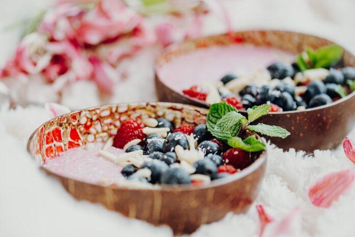 Czy warto zastąpić porcelanę naczyniami z kokosa?